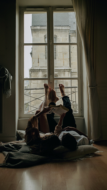 couple in home shoot paris